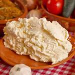 Традиционный сербский сыр каймак