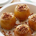 Печёные яблоки с овсяными хлопьями и корицей