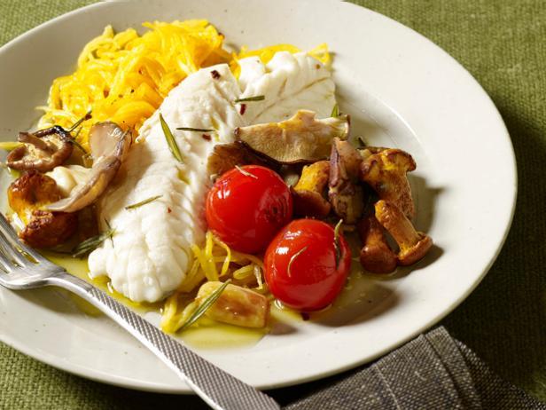 Фото Рыба на пару и гарнир из овощных спагетти с чесночным маслом