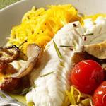Рыба на пару и гарнир из овощных спагетти с чесночным маслом