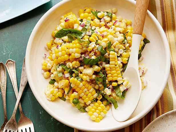 Фото Салат из свежей вареной кукурузы