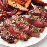 Жареный говяжий стейк с пивным соусом и печёным бататом