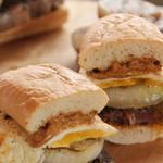Сэндвичи с говяжьим стейком и яичницей