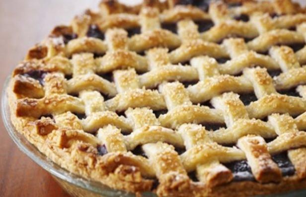 Фото Черничный пирог с плетёнкой