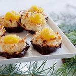Кокосовые макаруны с ананасами и шоколадной глазурью