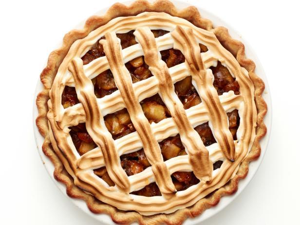 Фото Миндально-яблочный пирог с меренгой