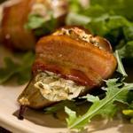Печёные груши в беконе с начинкой из козьего сыра