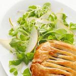 Слойка с грибами и салат с грушей