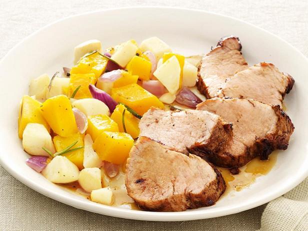 Запеченная свинина с тыквенно-яблочным релишем