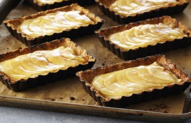 Фото Безглютеновый тарт с яблочно-финиковой начинкой