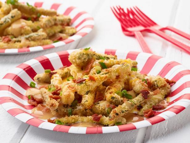 Фотография блюда - Диско-фри из цукини с соусом и сыром