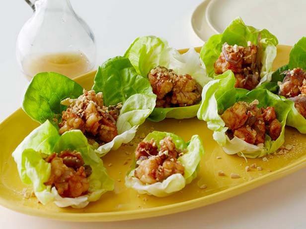 Фотография блюда - Жареные креветки в чашах из Биб-латука