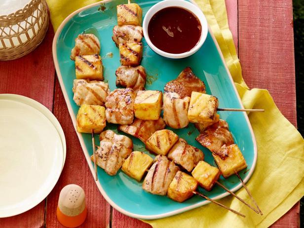 Фотография блюда - Шашлык из куриных бедрышек с ананасами