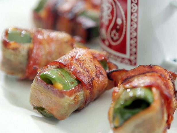 Фотография блюда - Перец чили с сыром, завернутый в бекон