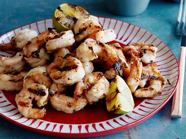 Фотография блюда - Жареные креветки-гриль, с соевым соусом, свежим имбирем и чесноком