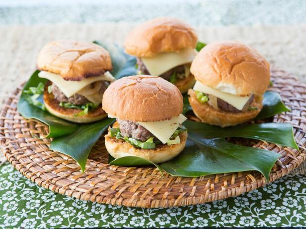 Фотография блюда - Слайдер-бургеры с сочной говяжьей котлетой