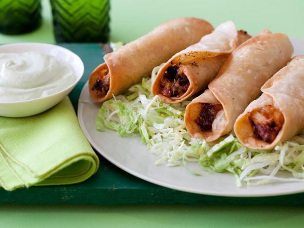 Фотография блюда - Флаутас с курицей и кремом из авокадо