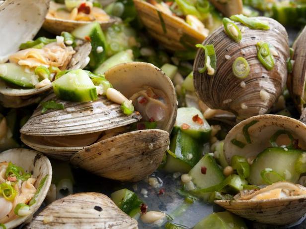 Фотография блюда - Моллюски на гриле с зеленым луком и огурцом