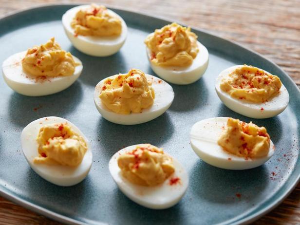 Фотография блюда - Дьявольские яйца (фаршированные яйца)