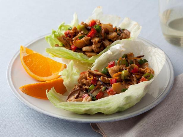 Фотография блюда - Куриные грудки по-китайски на листьях салата