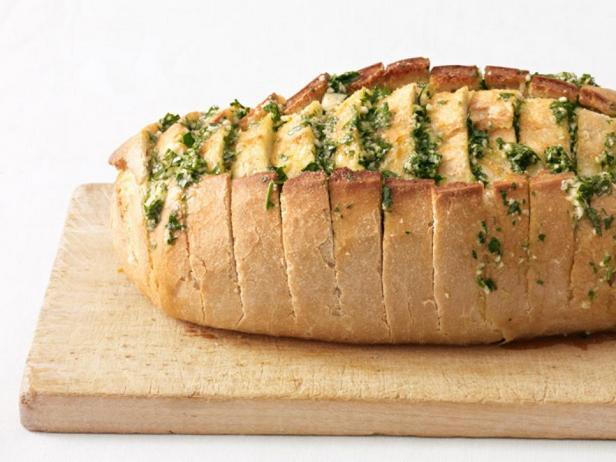 Фотография блюда - Чесночный хлеб с петрушкой