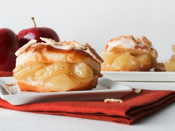 Фото блюда - Пончики с яблочной начинкой