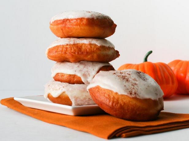 Фото блюда - Пончики с тыквенной начинкой