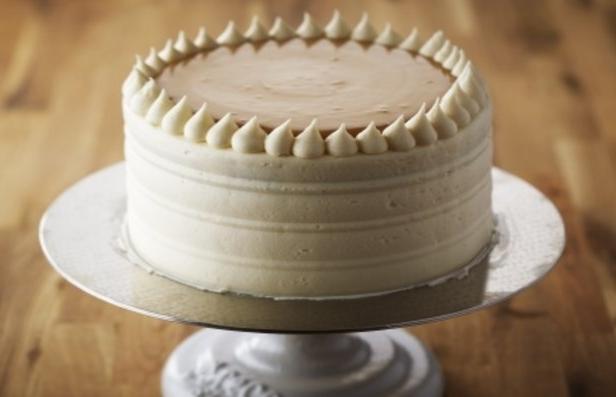 Фото Ванильный торт на День рождения с кремом Патисьер