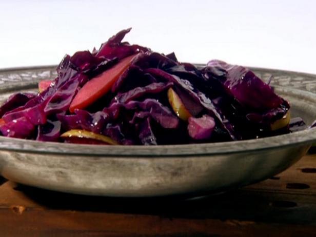 Фотография блюда - Жареная краснокочанная капуста, приправленная фенхелем и вином