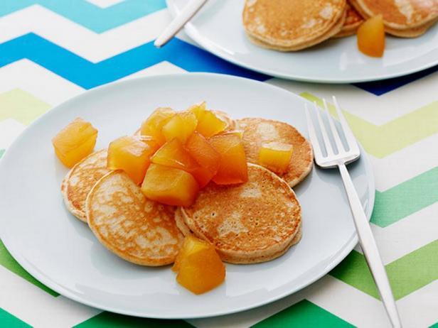 Фотография блюда - Цельнозерновые панкейки с яблочным компоте