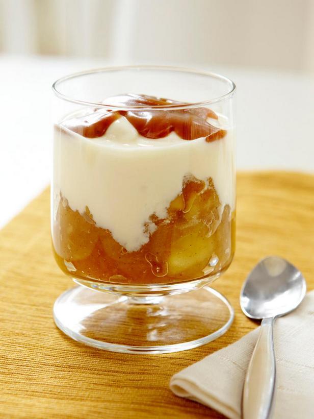 Фотография блюда - Домашний йогурт с яблочным компотом