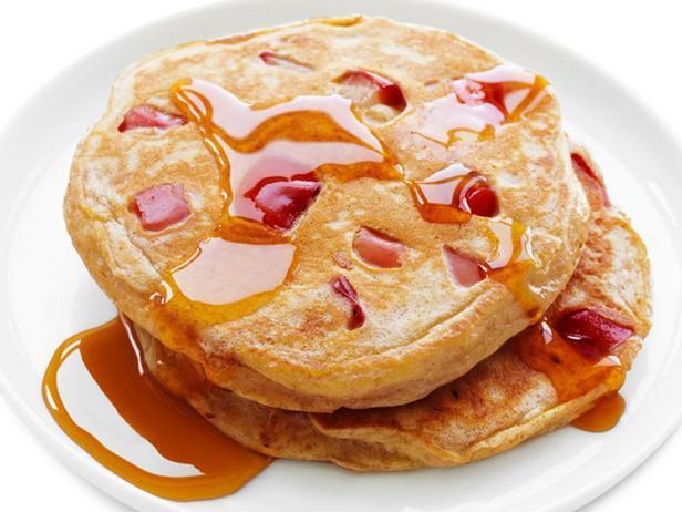 Фотография блюда - Цельнозерновые панкейки с яблоками
