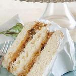 Торт с кокосом, орехами, цукатами и воздушной белковой глазурью