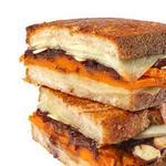 Горячие сэндвичи с тыквой, сыром и карамелизированным луком