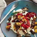 Каша из белой кукурузы с печёной тыквой, фундуком и голубым сыром
