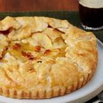 Пирог с карамельными яблоками и коричневым маслом