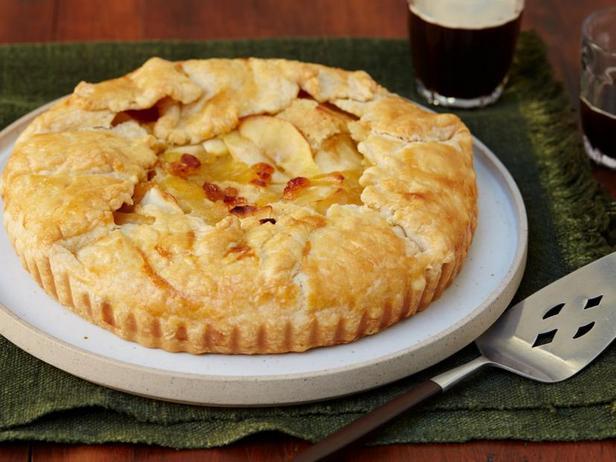 Фото Пирог с карамельными яблоками и коричневым маслом