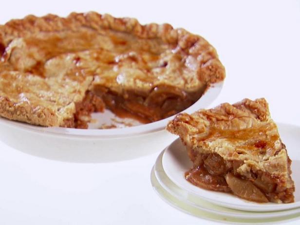 Фото блюда - Закрытый пирог с яблоками и сыром