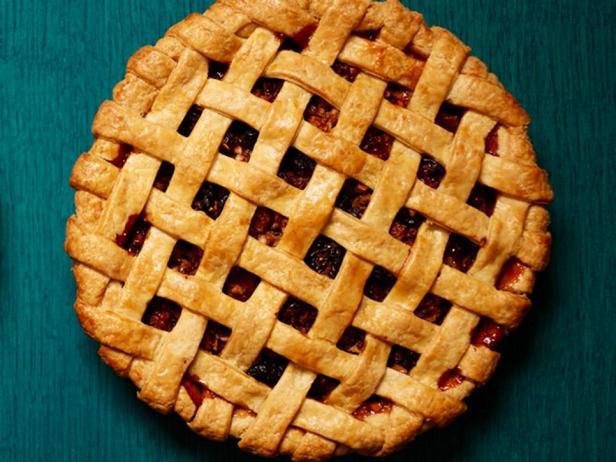 Фото блюда - Пирог-решётка с яблоками и сушёным инжиром