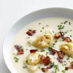 Суп-пюре из картофеля с жареным беконом и варениками