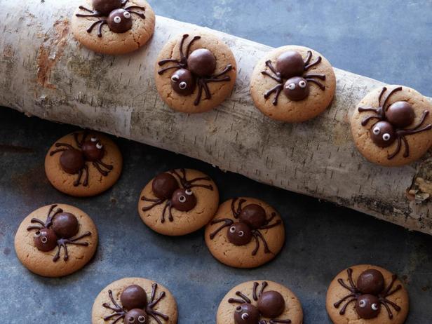 Фотография блюда - Жуткие печенья-пауки с арахисовым маслом