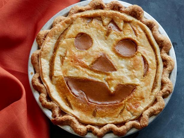 Фотография блюда - Тыквенный пирог с узором «Светильник Джека»