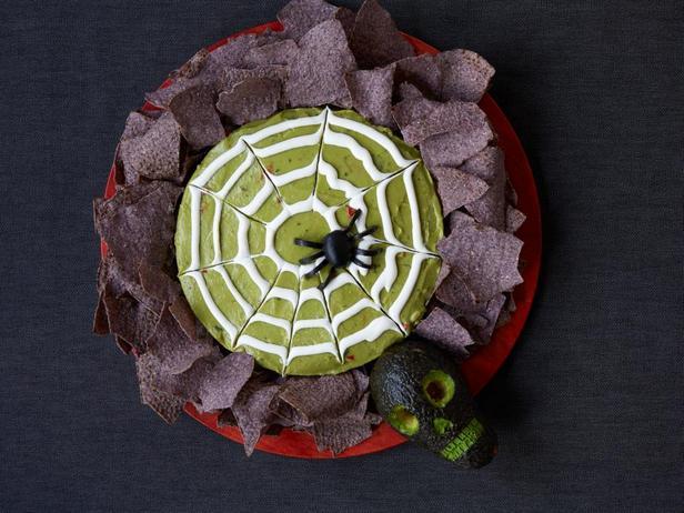 Фотография блюда - Соус гуакамоле на Хэллоуин с паутиной