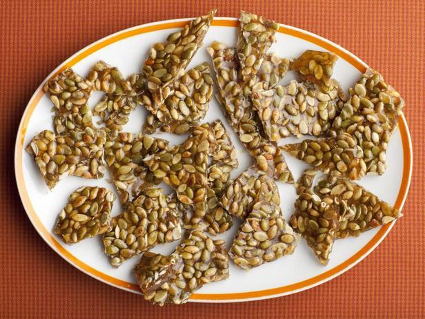 Фотография блюда - Грильяж из тыквенных семечек