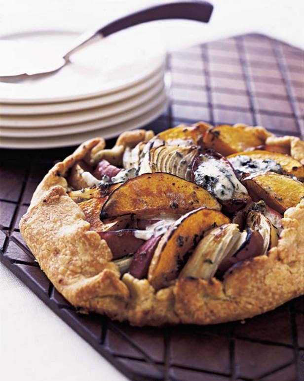 Фотография блюда - Пирог-галета с тыквой, голубым сыром и тимьяном