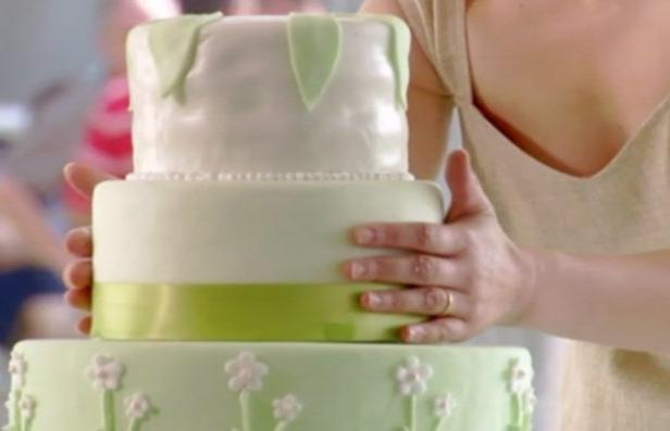 Фото Свадебный торт с белым шоколадом и ягодами