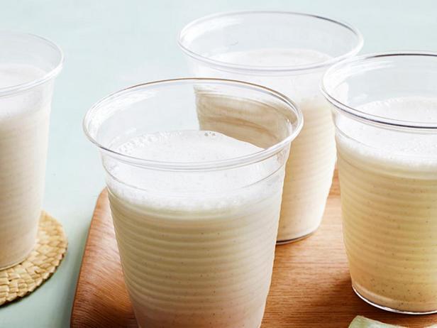Фотография блюда - Молочный коктейль «Пьяная блондинка»