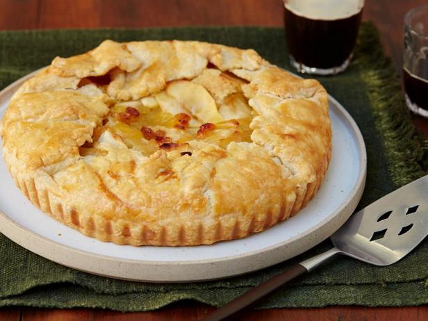 Фотография блюда - Пирог с карамельными яблоками и коричневым маслом