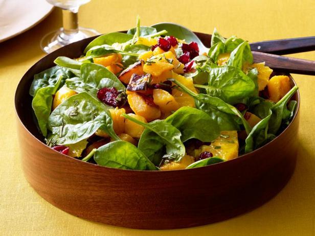 Фото блюда - Теплый салат из тыквы с мандаринами и шпинатом
