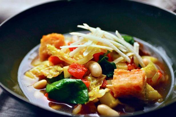 Фото блюда - Овощная Риболлита с савойской капустой, шпинатом и сельдереем